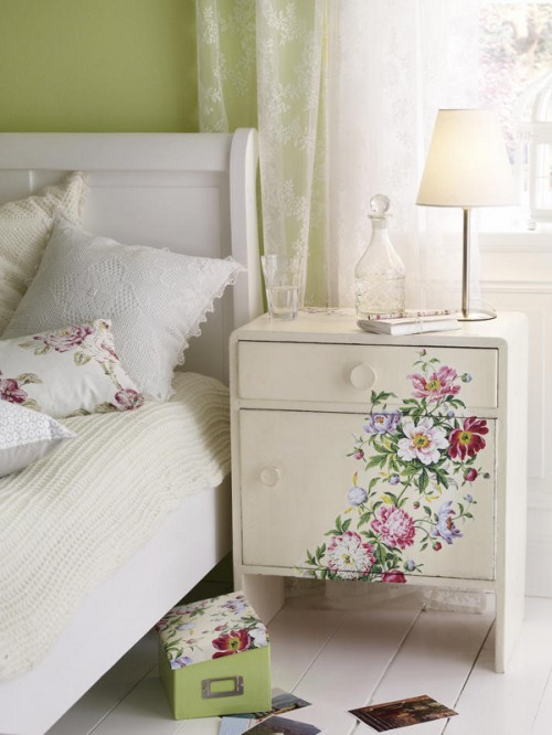 Forrás: http://www.babble.com/home/12-beautiful-decoupage-ideas-how-tos/